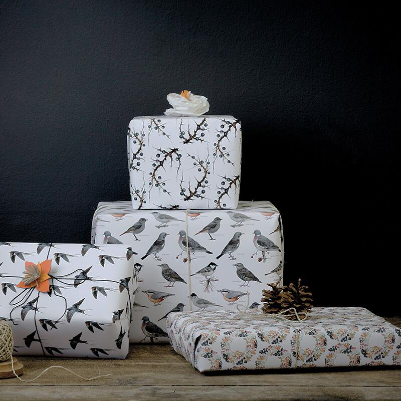 GIFTWRAPPING PAPER - Birds and berries